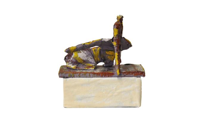 scultura, cartone, resina, 15x10x10cm